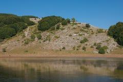 Lago selvaggio nel apennines italiano Fotografie Stock