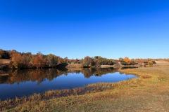 Lago sereno en otoño Fotografía de archivo libre de regalías