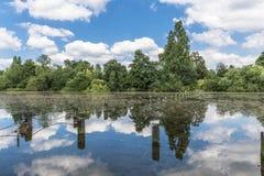 Lago serpentino en Hyde Park, Londres fotografía de archivo libre de regalías