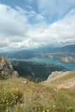 Lago Serre-Ponçon in alpi Immagine Stock