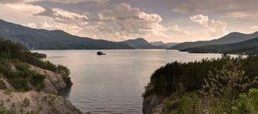 Lago Serre-Poncon - Alpes - Francia Fotografia Stock Libera da Diritti
