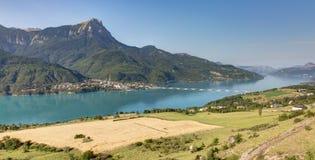 Lago Serre-Poncon - Alpes - Francia Immagine Stock