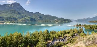 Lago Serre-Poncon - Alpes - Francia Immagini Stock