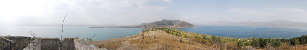 Lago Sevan da imagem do panorama, Armênia Fotografia de Stock Royalty Free