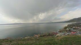 Lago Sevan nella provincia di Gegharkuniq, Armenia video d archivio