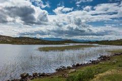 Lago Sgeireach en la península de Assynt, Escocia Imagen de archivo libre de regalías