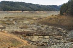 Lago Shasta durante a seca de Califórnia de 2016 imagens de stock