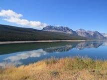Lago Sherburne en Parque Nacional Glacier Imagen de archivo libre de regalías