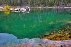 Lago silenzioso della montagna immagini stock libere da diritti