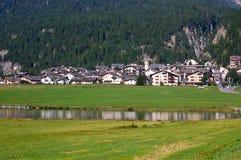 Lago Silvaplana e villaggio - alpi svizzere Fotografia Stock Libera da Diritti