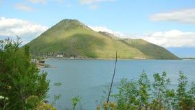 Lago Skadar en Montenegro El lago de agua dulce más grande de los vagos metrajes