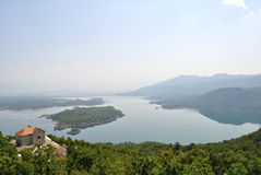 Lago Slansko cerca de Niksic, Montenegro Imagenes de archivo
