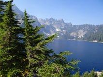 Lago snow, un alto lago alpino Fotos de archivo