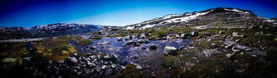 Lago solo in montagna fotografie stock libere da diritti