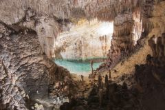 Lago sotterraneo in caverna Cuevas del Drach, Mallorca, Spagna del drago immagini stock libere da diritti