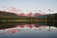Lago Sprague in montagne rocciose Fotografia Stock Libera da Diritti