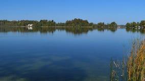 Lago Staffelsee cerca de Murnau, Baviera, Alemania almacen de video