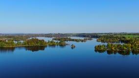 Lago Staffelsee vicino a Murnau, Baviera, Germania video d archivio