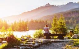 Lago Strbske Pleso in alta montagna di Tatras, Slovacchia Fotografie Stock Libere da Diritti