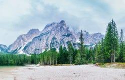 Lago Strbske Pleso in alta montagna di Tatras, Slovacchia Fotografia Stock