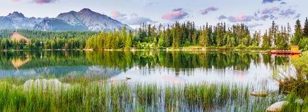 Lago Strbske Pleso in alta montagna di Tatras, Slovacchia Immagini Stock Libere da Diritti