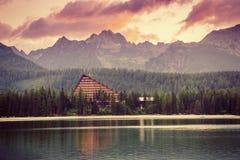 Lago Strbske Pleso in alta montagna di Tatras, Slovacchia Europa Immagini Stock Libere da Diritti