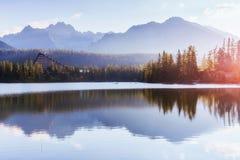 Lago Strbske Pleso in alta montagna di Tatras, Slovacchia Europa Fotografie Stock Libere da Diritti