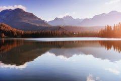 Lago Strbske Pleso in alta montagna di Tatras, Slovacchia Europa Fotografia Stock Libera da Diritti
