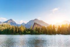 Lago Strbske Pleso in alta montagna di Tatras, Slovacchia, Europa Immagini Stock