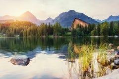 Lago Strbske Pleso in alta montagna di Tatras, Slovacchia, Europa Immagine Stock