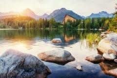Lago Strbske Pleso in alta montagna di Tatras, Slovacchia, Europa Fotografia Stock