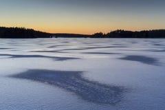 Lago sueco del hielo después de la puesta del sol foto de archivo libre de regalías