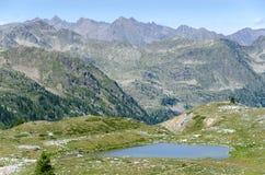 Lago sulle alpi Immagini Stock Libere da Diritti