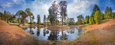 Lago summer con la isla Fotos de archivo