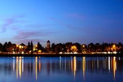 Lago sunset con la reflexión Foto de archivo libre de regalías