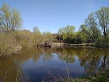 Lago Superficie del agua Agua azul Naturaleza Aldea nativa fotografía de archivo libre de regalías
