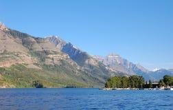 Lago superior do waterton Fotos de Stock Royalty Free