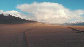Lago Tajiquistão Karakul Estrada de M41 Pamir, tiro regional de Dron vídeos de arquivo