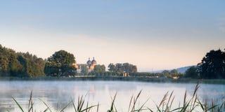 Lago tale de hadas en el castillo francés Seehof imagenes de archivo