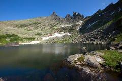 Lago tale nas montanhas do Sayan ocidental fotografia de stock royalty free