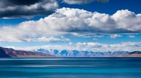 Lago Tangri Yumco Foto de Stock Royalty Free