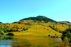 Lago & x22; Taul Mare& x22; em Rosia Montana, montanhas de Apuseni, a Transilvânia foto de stock