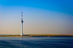 Lago Techirghiol y torre de la TV Imágenes de archivo libres de regalías