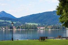 Lago Tegernsee e montagne dell'alpe Fotografie Stock Libere da Diritti