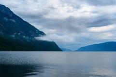 Lago Teletskoye di mattina Vista dalla riva del sud Repubblica di Altai La Russia Fotografia Stock Libera da Diritti