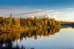Lago tempestuoso Alaska en otoño fotografía de archivo libre de regalías