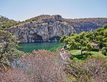 Lago terapéutico Vouliagmeni del balneario, Atenas Grecia foto de archivo libre de regalías