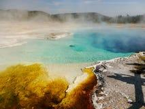 Lago termal coloreado extracto en Yellowstone Imagen de archivo