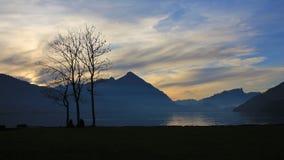 Lago Thun e Mt Niesen al tramonto Fotografia Stock Libera da Diritti