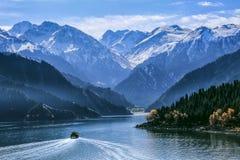 Lago Tianchi de las montañas de Tianshan Imagen de archivo libre de regalías